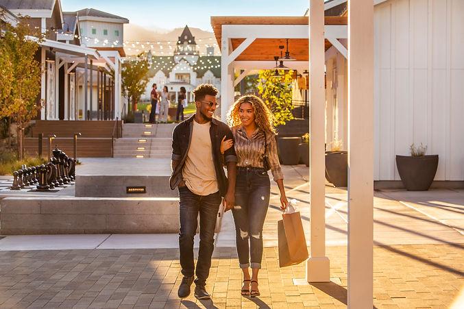 Couple Shopping 2.jpg