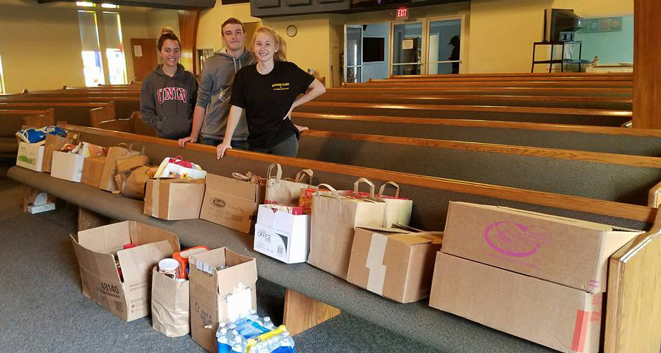 Local Students deliver food to Sunland Food Pantry