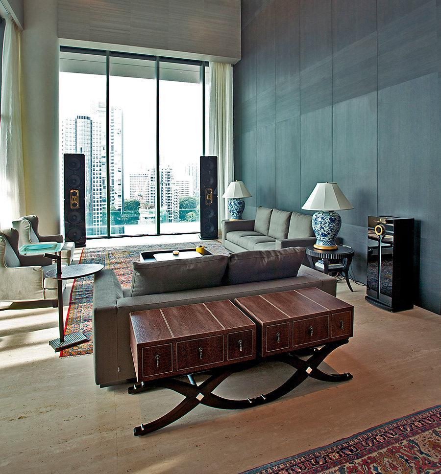 Акустическая система в пентхаузе у панорамных окон, самая престижная акустическая система для пентхауза