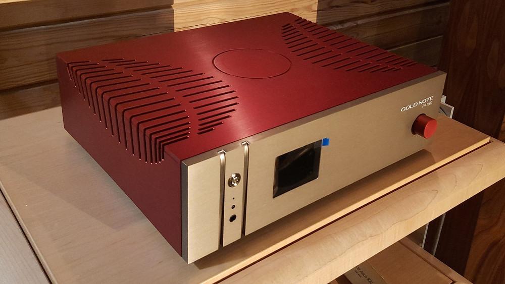 High-End фонокорректор Gold Note PH-1000. Цвет красно-золотой. Фонокорректор с большим количеством настроек. Подключение трех тонармов.