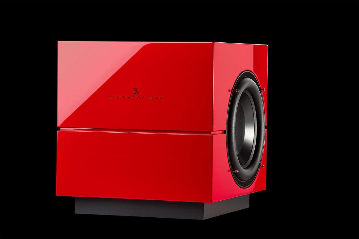 Lyngdorf Model S-210 bw красный лак.