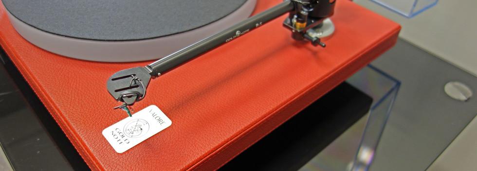 Проигрыватель пластинок Gold Valore 425 Plus красная кожа