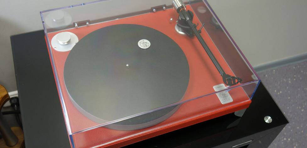 Проигрыватель пластинок Gold Valore 425 Plus. Комплект с тонармом и прозрачной крышкой. Кожа.