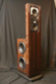 Акустически системы Steinway & Sons в отделке ценными породами дерева, золото и ценные породв дерева, High-End акустические систмы для дорого интерьера,