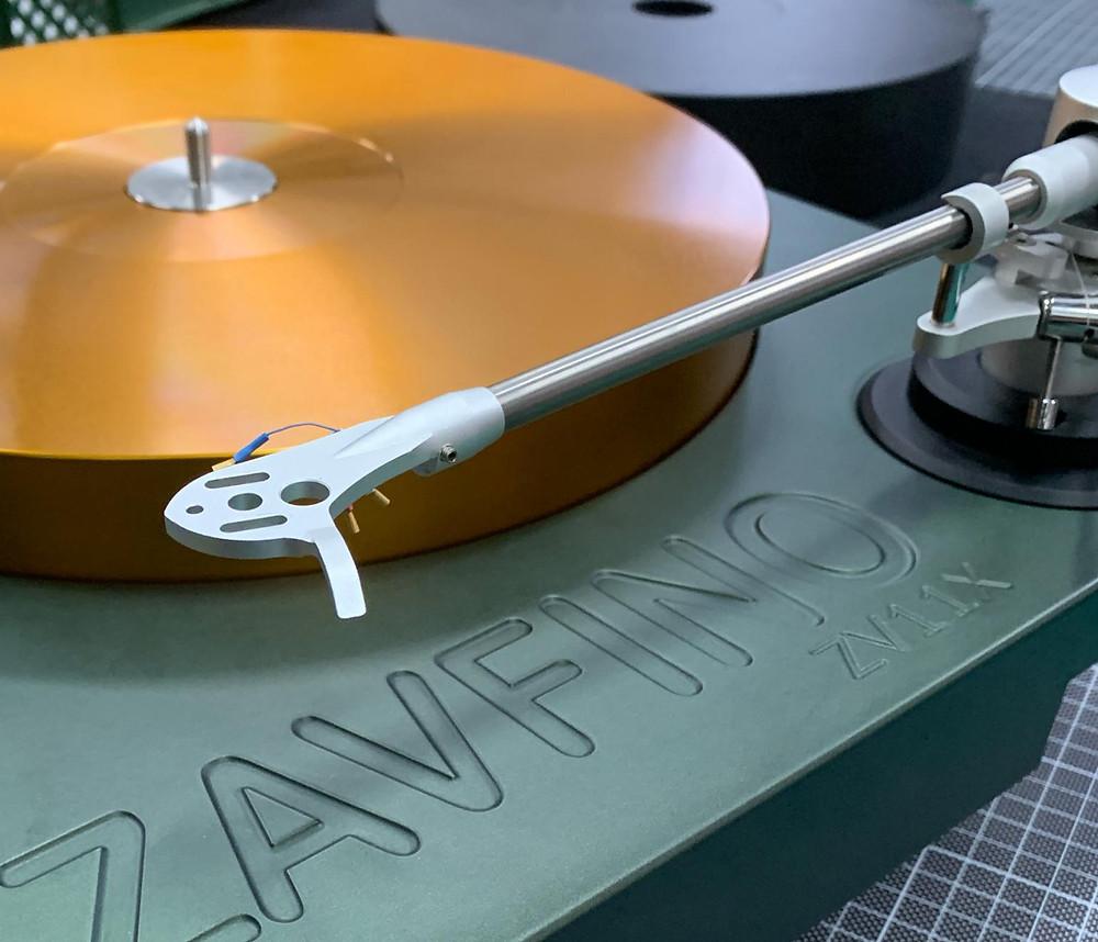 виниловый проигрыватель Zavfino ZV11-X зелый с золотым.