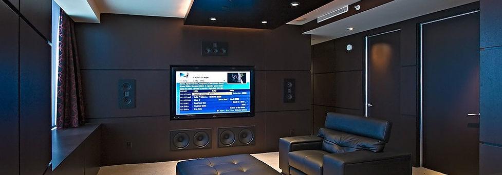 лучший домашний кинотеатр на встраиваемой акустике, встраиваемая акустка домашнего кинотеатра в дизайне комнаты, Steinway Lyngdorf Model M, лучшее решение, встраиваемые сабвуферы,