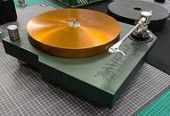 Zavfino ZV11-X - High-End проигрыватель пластинок с оригинальным дизайном и высоким качеством изготовления. Комплект с тонармом. Зеленый с золотым.