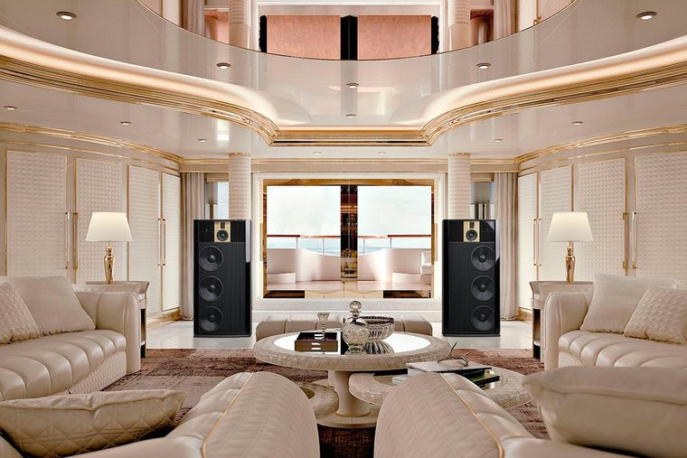 Steinway-Model-B-в-интерьере-яхты
