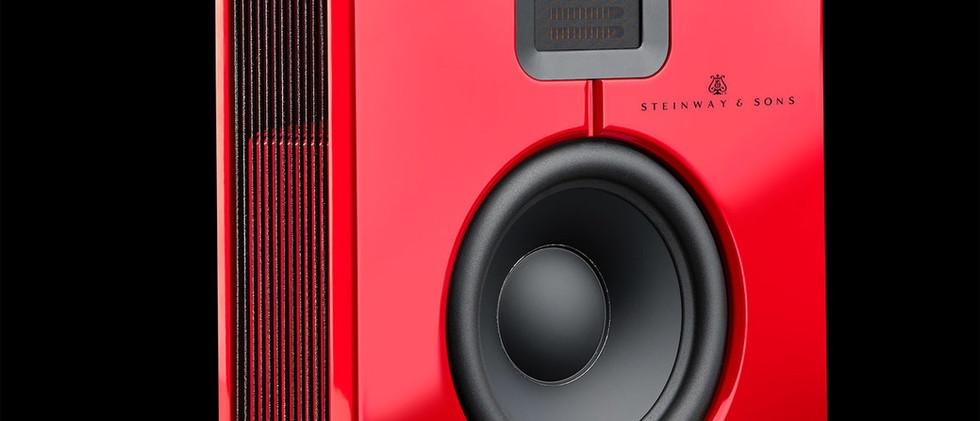 Lyngdorf Model S-15 красный лак