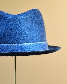 シャポーチホレーヌ鎌倉ハンドフェルトの帽子正藍染のハット