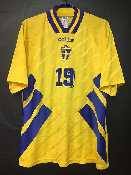 【1994/95】 / Sweden / Home / No.19 ANDERSSON