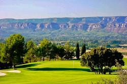 Le golf et sa vue sur le Lubéron