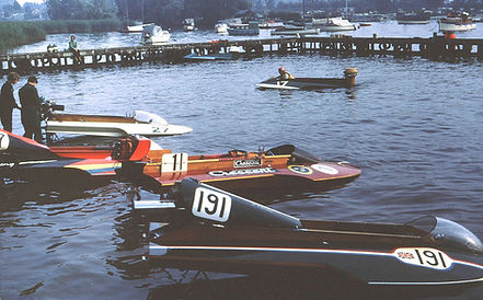 1971 Hydro pits at Oulton.jpg
