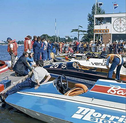 1975 pits at Oulton.jpg