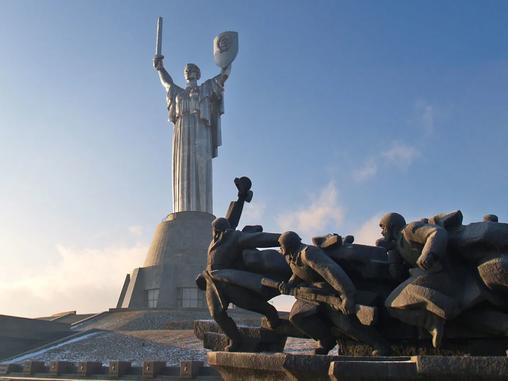 Суд Киева обязал правительство Украины утвердить реестр памятников ВОВ