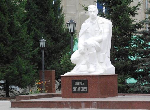 В Новосибирске отремонтируют памятник поэту Борису Богаткову