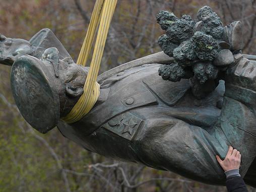Российские дипломаты начали выяснять роль США в сносе памятника Коневу