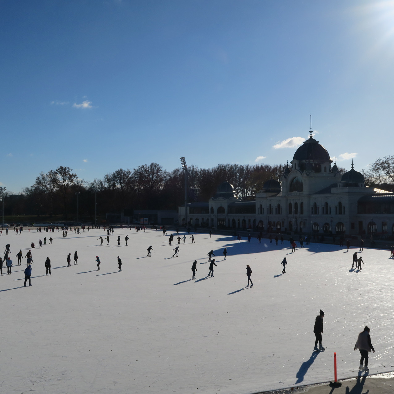 Heroes Square, Ice rink