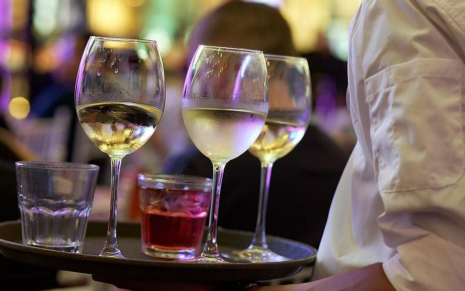 1024px-Drink_Glass_Wine_Wine_Glass_Alcoh