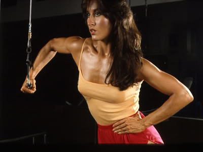 women's strength training, building muscle