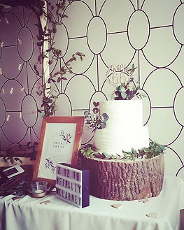 Rustic Cake Foliage and Tree Stump.jpg