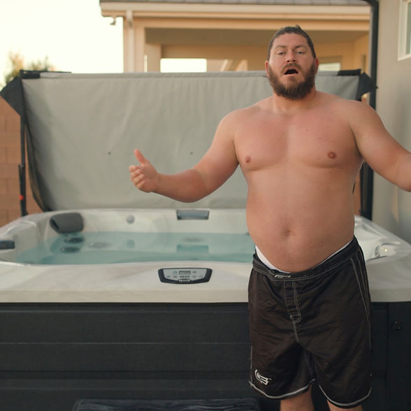 Jacuzzi recovery with Strongman Ryan_edited.jpg