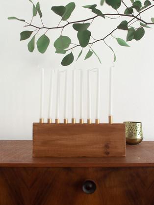 חנוכיית עץ מינימליסטית DIY