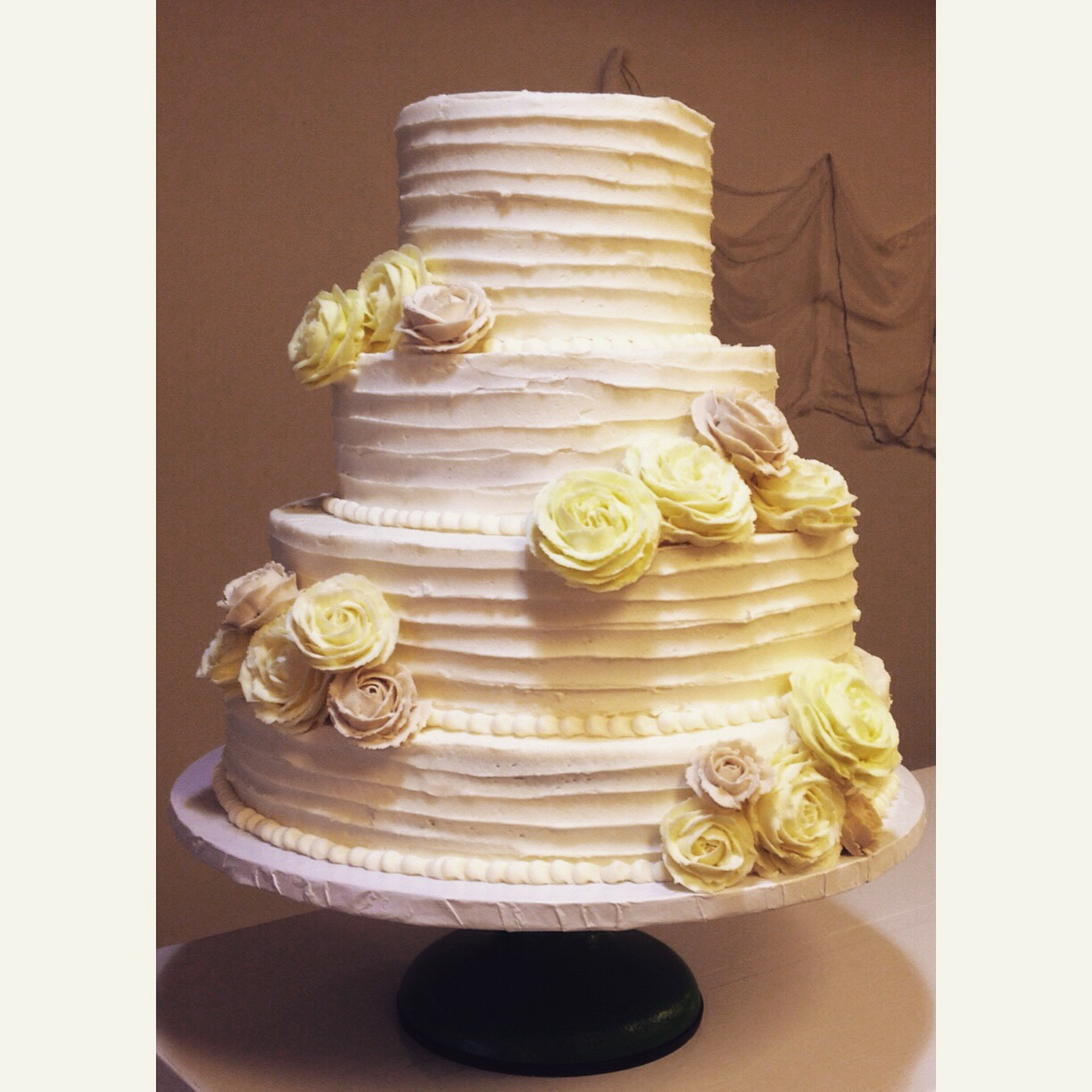yellow grey roses wedding cake cincinnati
