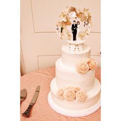 21C large rose wedding cake cincinnati