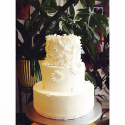 cascading daisy wedding cake cincinnati