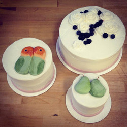 lovebirds pears berry wedding cake cincinnati
