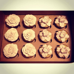 roses and daffodil cupcakes wedding cincinnati