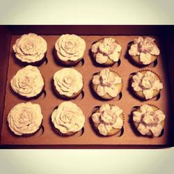 roses and daffodil cupcakes wedding cincinnati