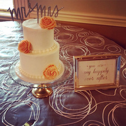 rose cutting cake wedding