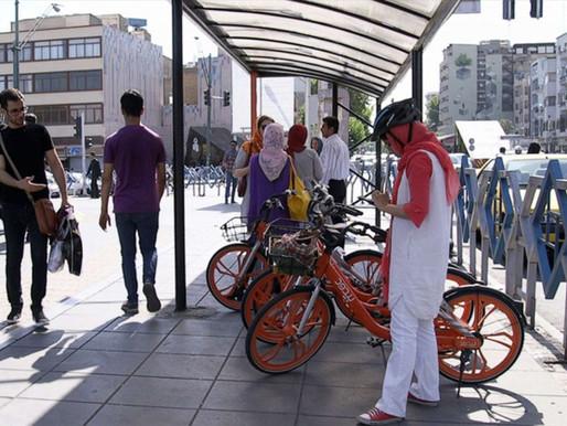 Il bike sharing a Teheran, silenzioso strumento di libertà