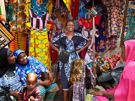 AFRIKA IM GEWAND - Textile Kreationen in bunter Vielfalt