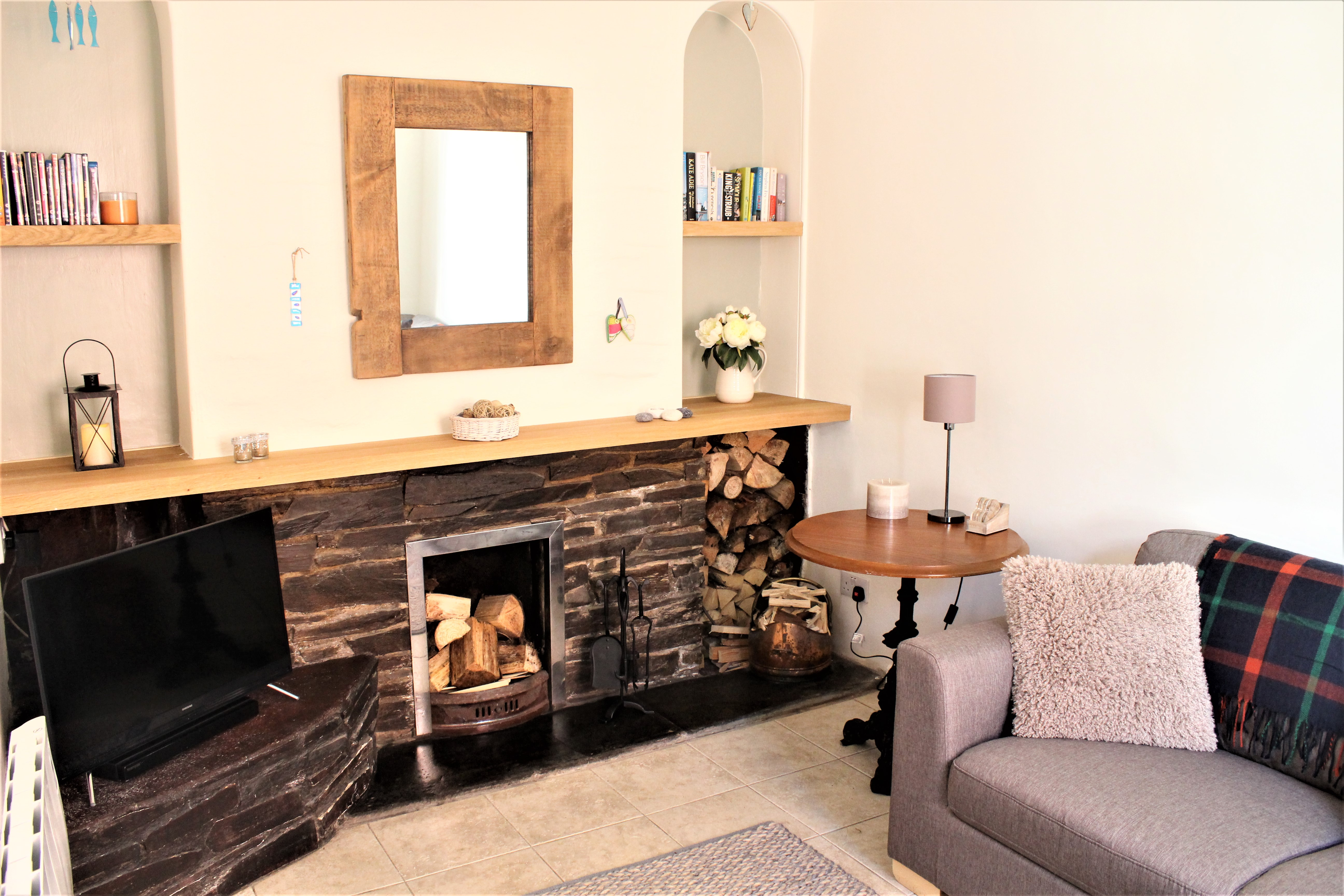 lounge nice pic with fireplace
