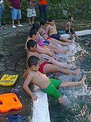 Natacion para Todos en el Municipio de san Julian. Clases impartidas por AGUAPES. Guardavidas de El Salvador.