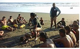 Capacitar a niños  y adolescentes para que desarrollen habilidades acuáticas y asi prevenir las muertes por ahogamiento. aguapes guardavidas de el salvador