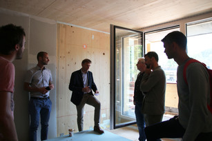 Discussion inside the building shell: Unterberger Immobilien
