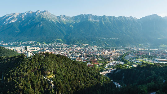 "View on the city of Innsbruck with mountain range ""Nordkette"" behind, ©_Innsbruck_Tourismus,_Mario_Webhofe"