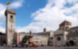 Trento-Piazza-Duomo_Castle.jpg