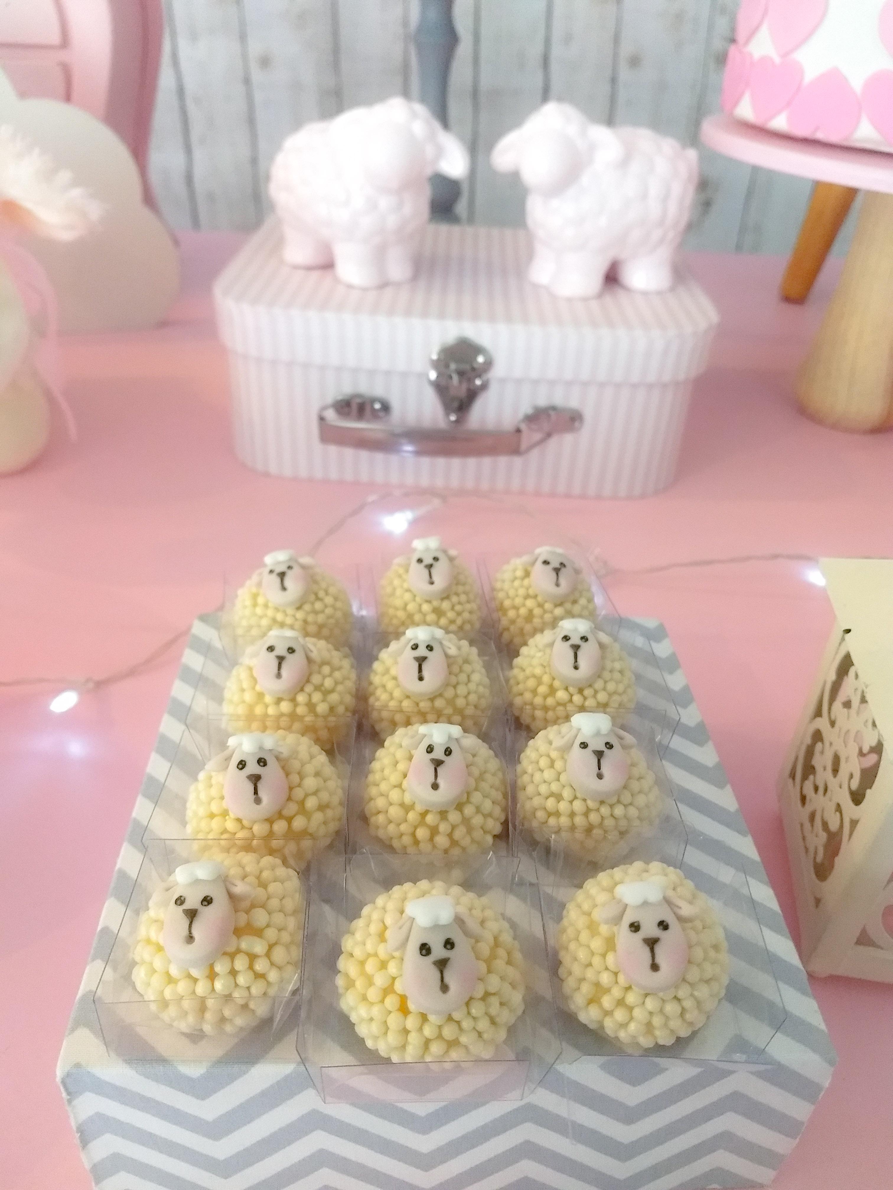 doces personalizados ovelhinhas