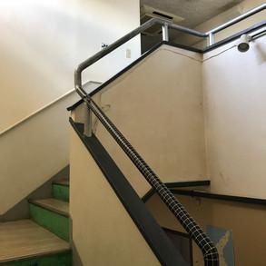 2階に上がる