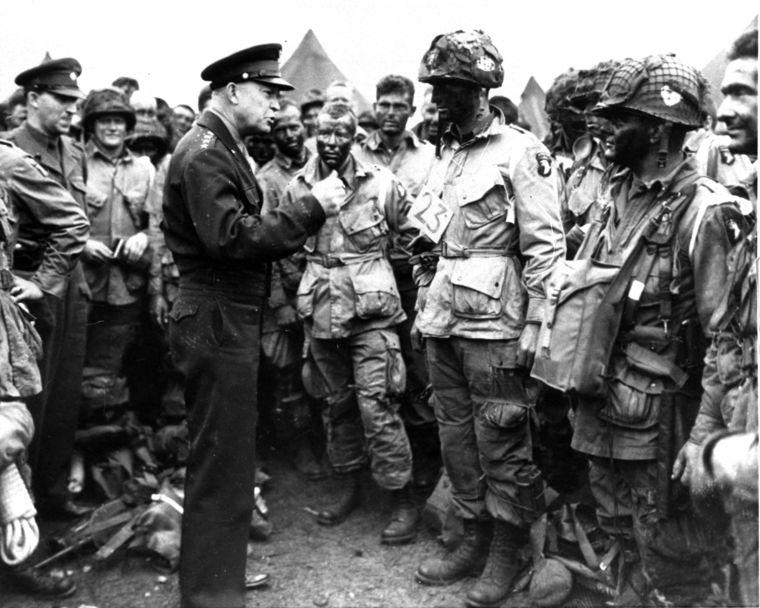 ike loving troops.image