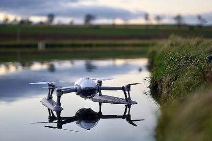 PowerVision-Drohne-schwimmt-im-Wasser.jp