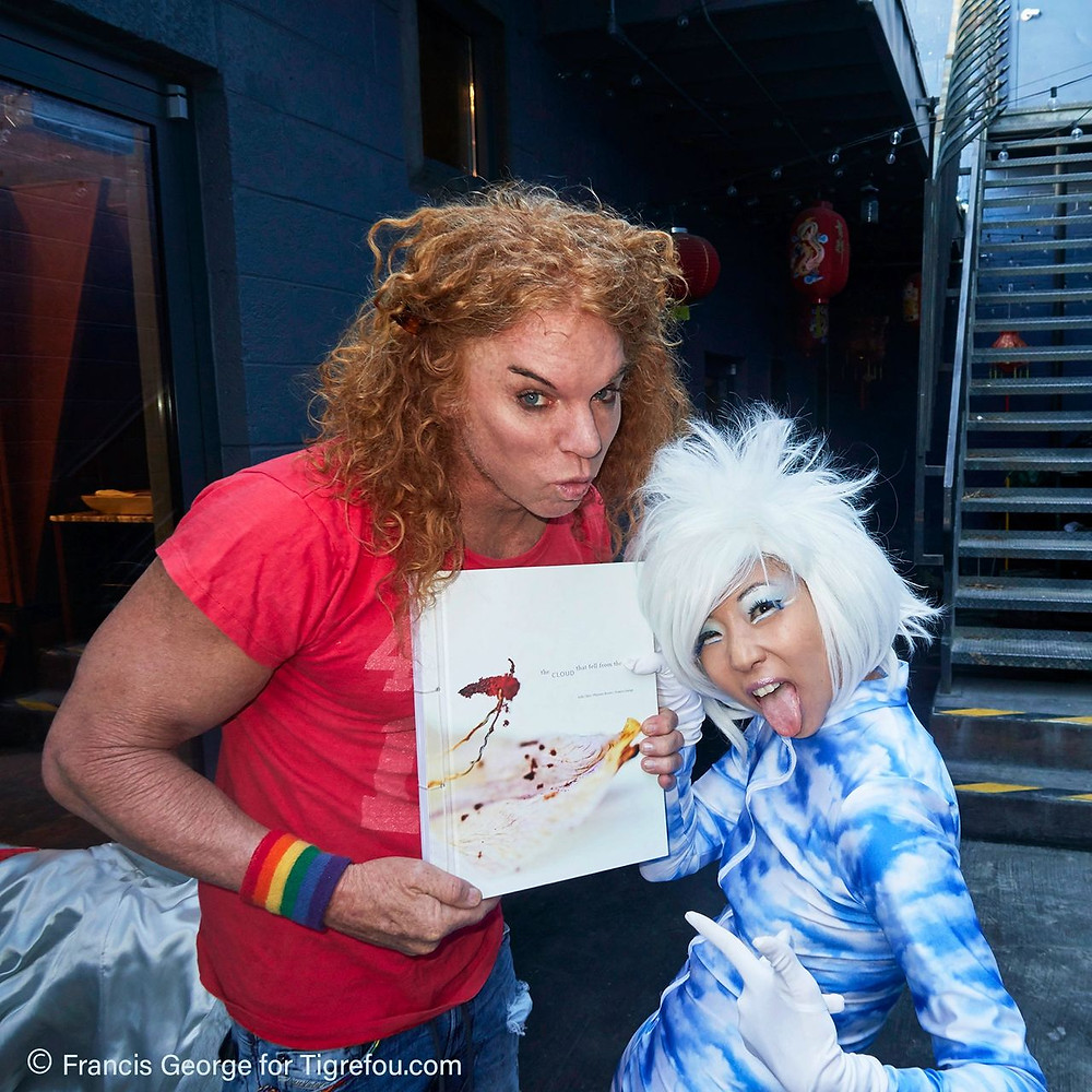 CARROT TOP STOPS BY TIGREFOU'S BOOK SIGNING AT PUBLIC US