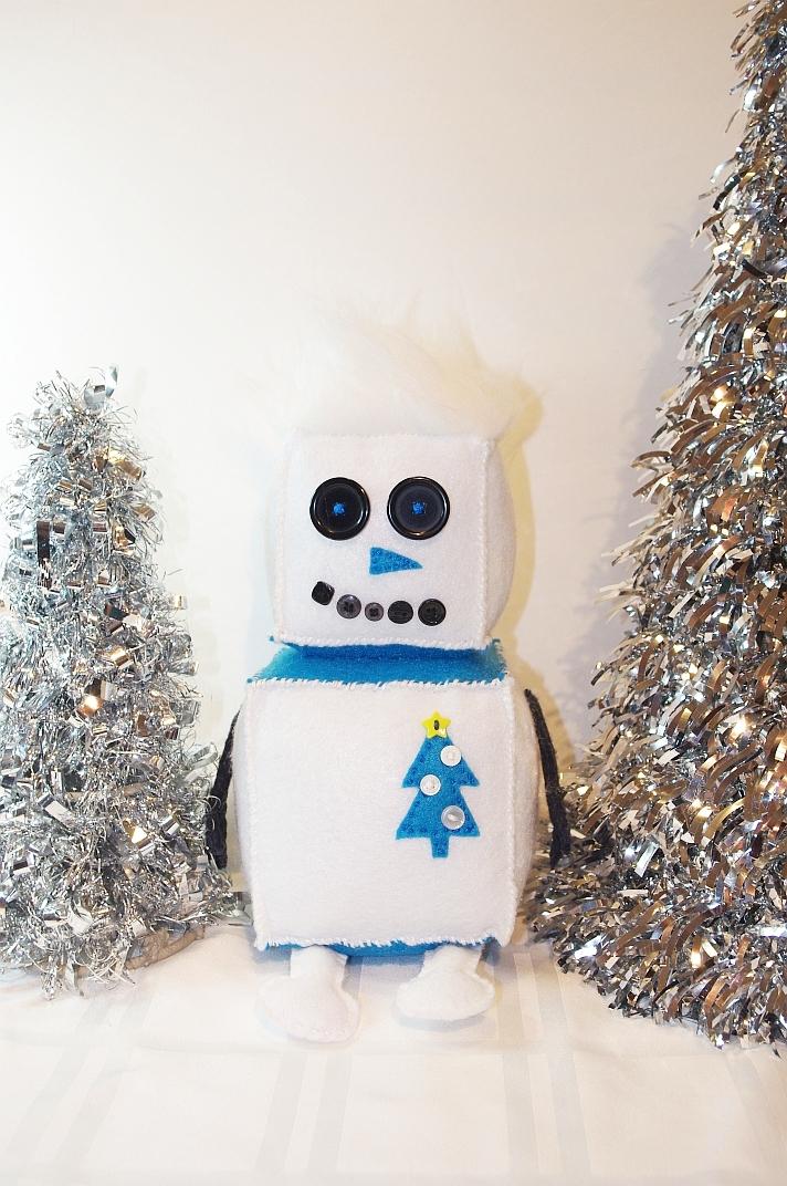 #R102 - Grand Snowbot $40