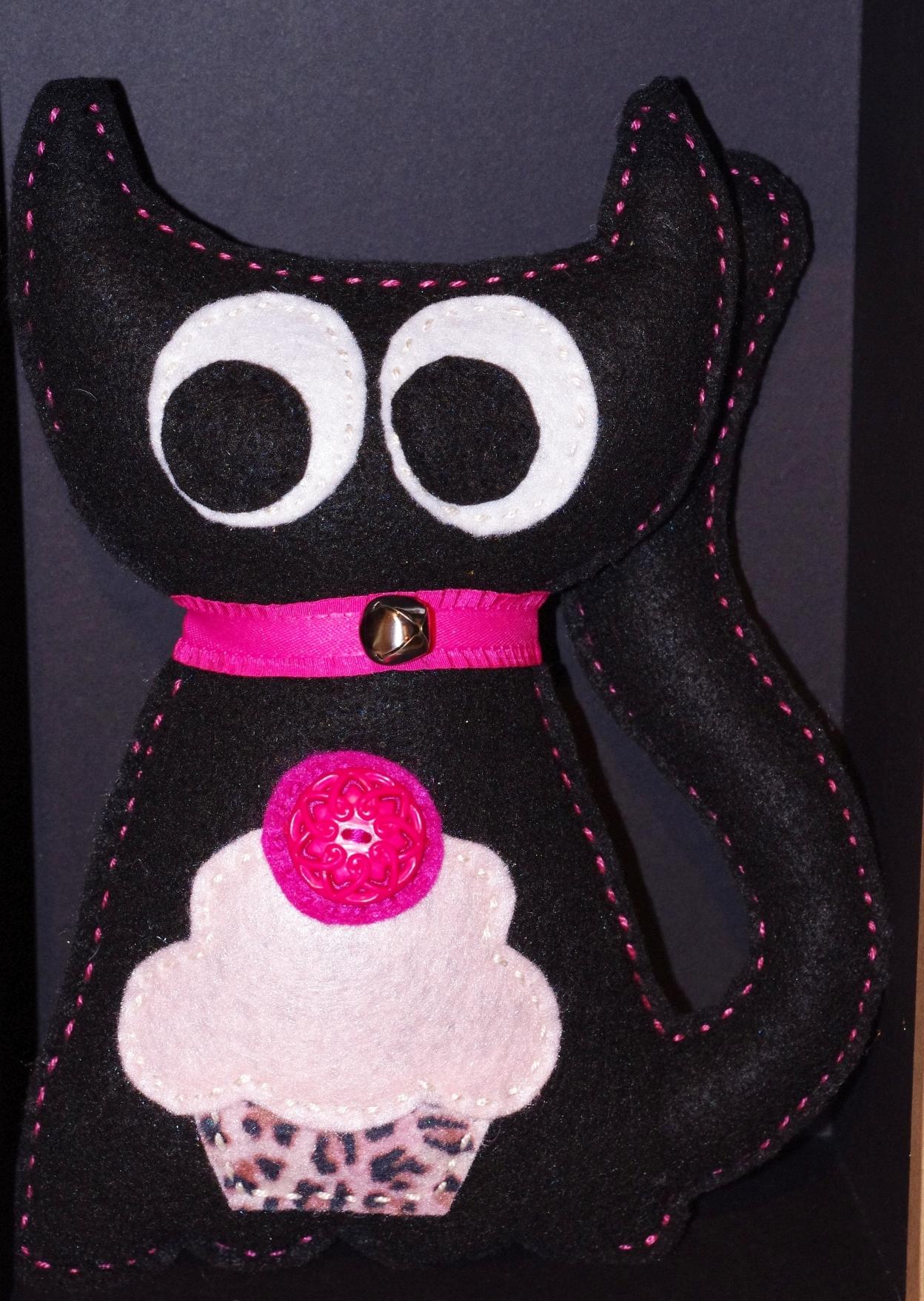 #C101 Chat noir cupcake rose $25