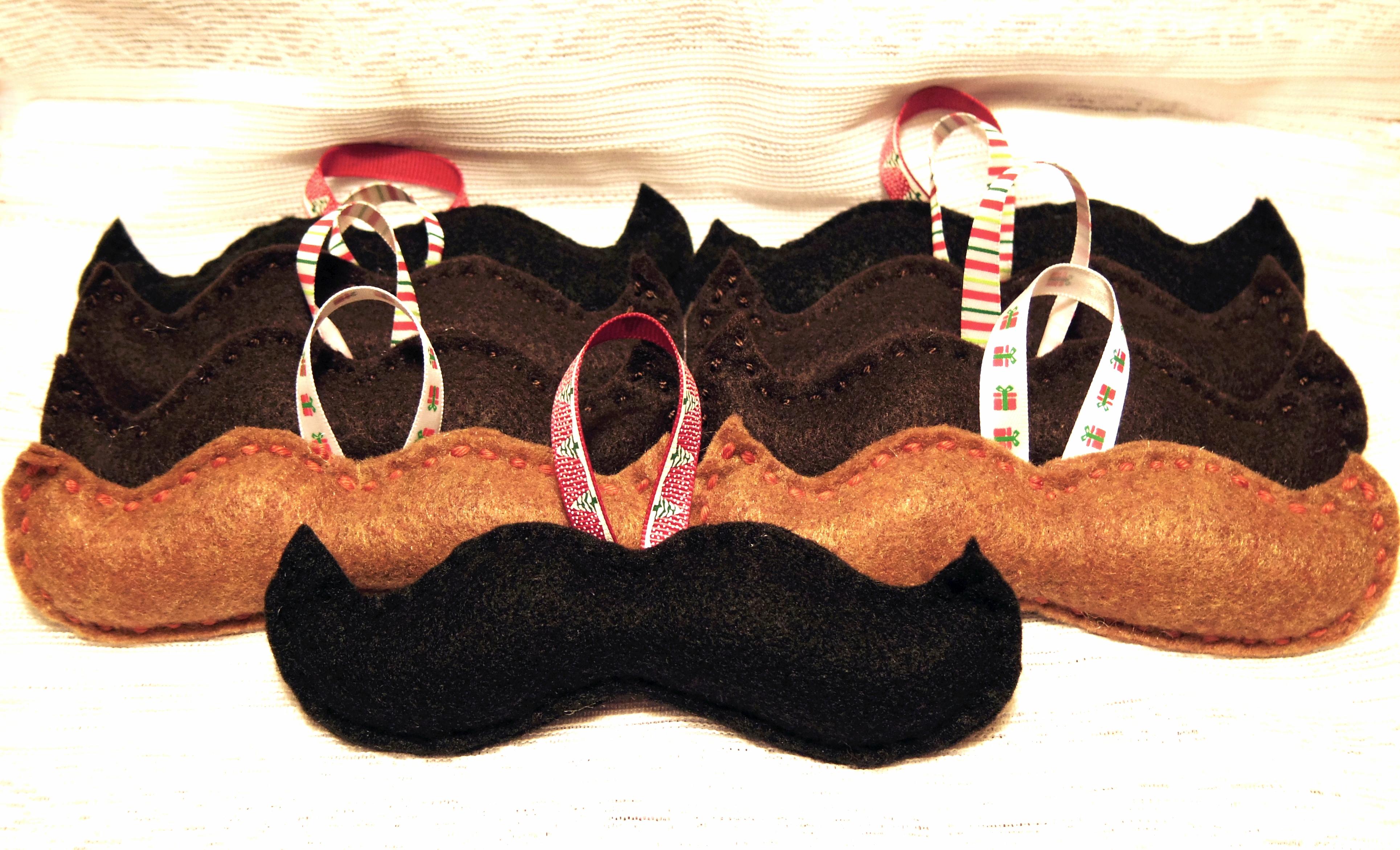 #M100 - Moustache $7 chacun